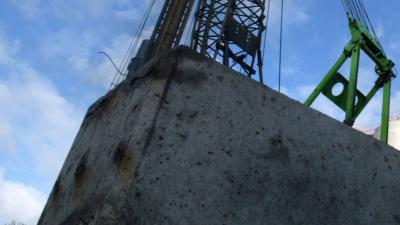 Vrouw overlijdt na ongeval op bouwplaats bij slaan eerste paal