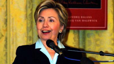 Hillary Clinton onwel bij 15de herdenkingsdienst 9/11