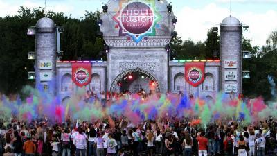 Veel kleuren op Holi Fusion Festival Eindhoven