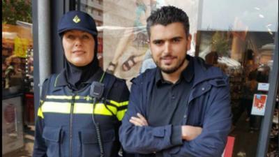Eerste agente met hoofddoekje gespot in Amsterdam