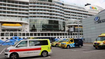 Tientallen mensen onwel op cruiseschip in Rotterdam. Hulpverlening massaal aanwezig