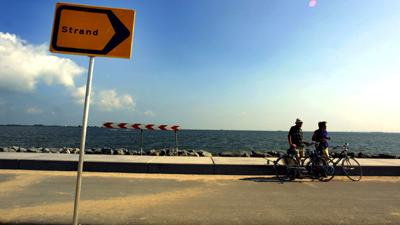 Foto van strand bord zon zomer   Archief EHF