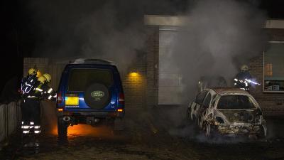 Auto's uitgebrand op oprit bij woning in Best