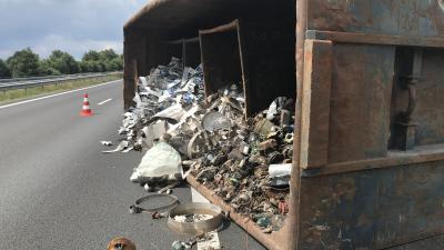 Oud ijzer op de snelweg