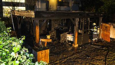 Felle brand verwoest buitenkeuken met overkapping in Sint-Michielsgestel