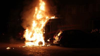 Bedrijfsbusje in brand