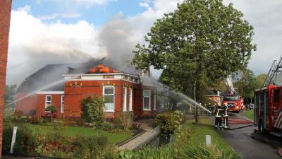 Grote uitslaande brand door blikseminslag in Appingedam
