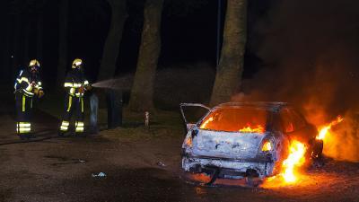 Auto volledig uitgebrand bij sportpark Molenwijk in Boxtel
