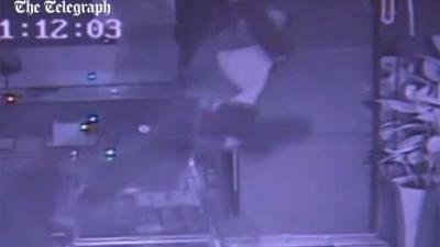 Inbreker betreedt juwelierszaak 'a la Mission Impossible'