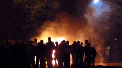 Foto van mensen rond vreugde vuur | Archief EHF
