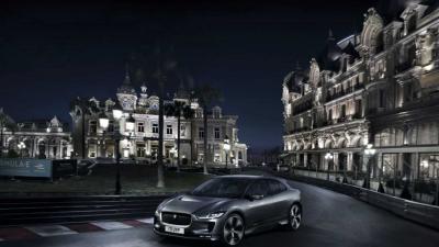 'Stille' elektrische Jaguar I-PACE rijdt 's nachts op Grand-Prix-circuit Monaco