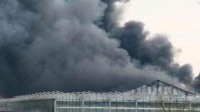 Grote brand in tuincentrum in Uddel