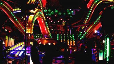 Foto van kermis attractie in donker | Archief EHF