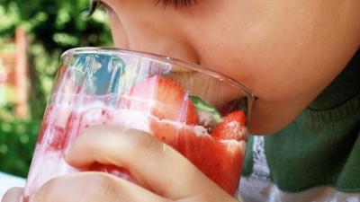 Foto van kind aan het drinken