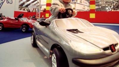 Foto van speelgoedauto op AutoRai | Archief EHF
