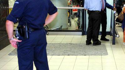 KMar houdt man aan op Schiphol na 'verdachte' situatie