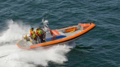 Angstige momenten op het Lauwersmeer voor tweetal in roeibootje