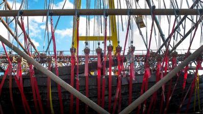 Middeleeuws Koggeschip bij Kampen weer boven water