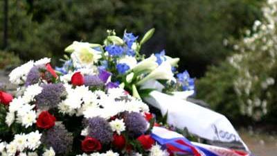 Foto van bloemenkrans dodenherdenking | Archief EHF