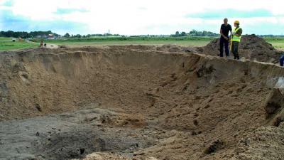 Foto van krater vliegtuigbom Zwolle | Waterschap Groot Salland