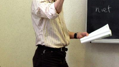 Foto van leraar voor schoolbord in klas | Archief EHF