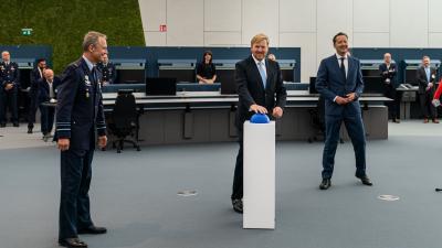 Koning opent centrum voor opleiding luchtverkeersleiders Polaris