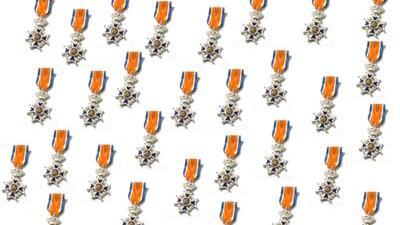 Foto van lintjes koninklijke onderscheiding   Archief EHF