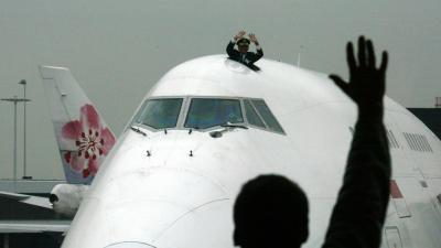 Onbekende neemt radiocontact op met vliegtuigen