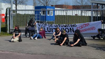 Actiegroep blokkeert poort