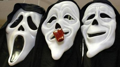 Onbekenden overvallen videotheek met carnavalsmaskers op