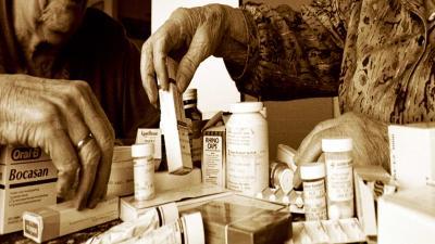 Veel verpleegkundigen en verzorgenden signaleren problemen met medicijnen