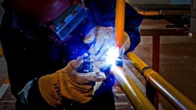 Afzetprijzen industrie iets hoger in februari