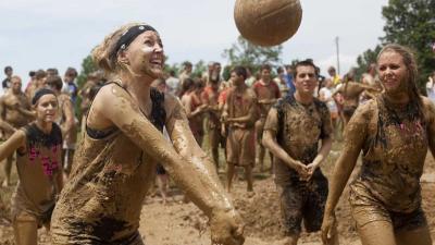 Lekker volleyballen in de Limburgse modder
