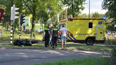 Motorrijder gewond na aanrijding met busje