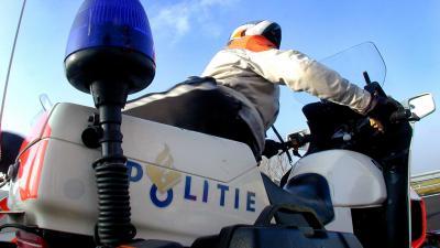 'Jaknikkers' die tijdens het rijden mobiel op schoot checken opgelet!