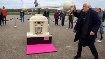 Jan Smeets geëerd met jubileum munt voor 50 jaar Pinkpop