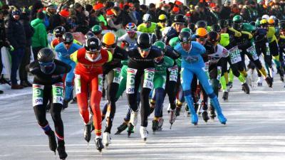 Eerste marathon op natuurijs in Noordlaren gereden