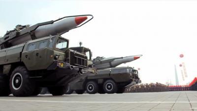 Noord-Korea laat spierballen zien tijdens militaire pararde