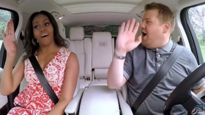 James Corden strikt Michelle Obama met 'carpool karaoke'