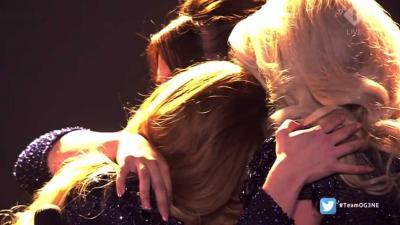 Meiden van OG3NE in tranen op podium na optreden Eurosongfestival