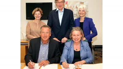 Foto van ondertekening convenant Flevoziekenhuis en AMC   Flevoziekenhuis