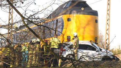 Dode bij aanrijding tussen auto trein in Meppel