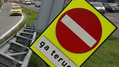 Vrachtwagenchauffeur overleden bij ongeval A67
