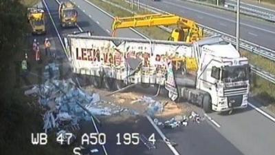 A50 afgesloten na ongeval vrachtwagen
