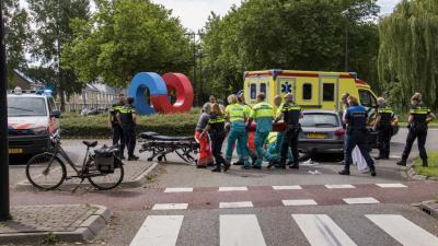 Fietser zwaargewond na aanrijding met auto in Vlaardingen