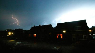 KNMI waarschuwt met code geel voor onweersbuien