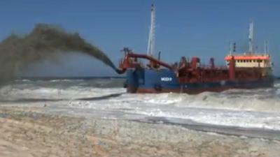 Stuk langs kustlijn weggespoeld Texel opnieuw opgespoten