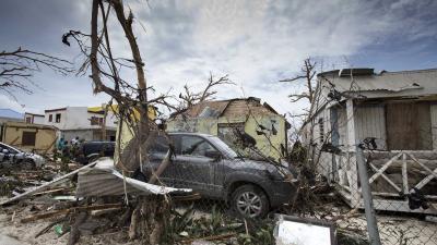 Extra vliegtuigen voor noodhulp en militairen ingezet tegen plunderingen St. Maarten