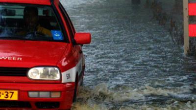 overstroming-brandweerauto
