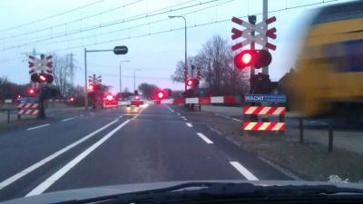 Foto van overweg slagboom trein   Archief EHF